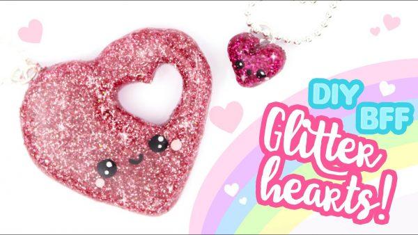 Comment réaliser un coeur en fimo couverts de paillettes roses